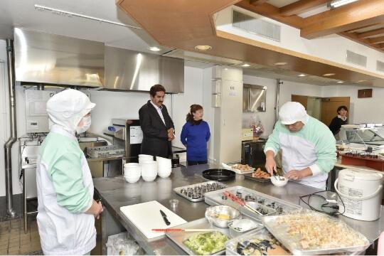 国内初、日本ハラール協会から認証を受けた食品工場